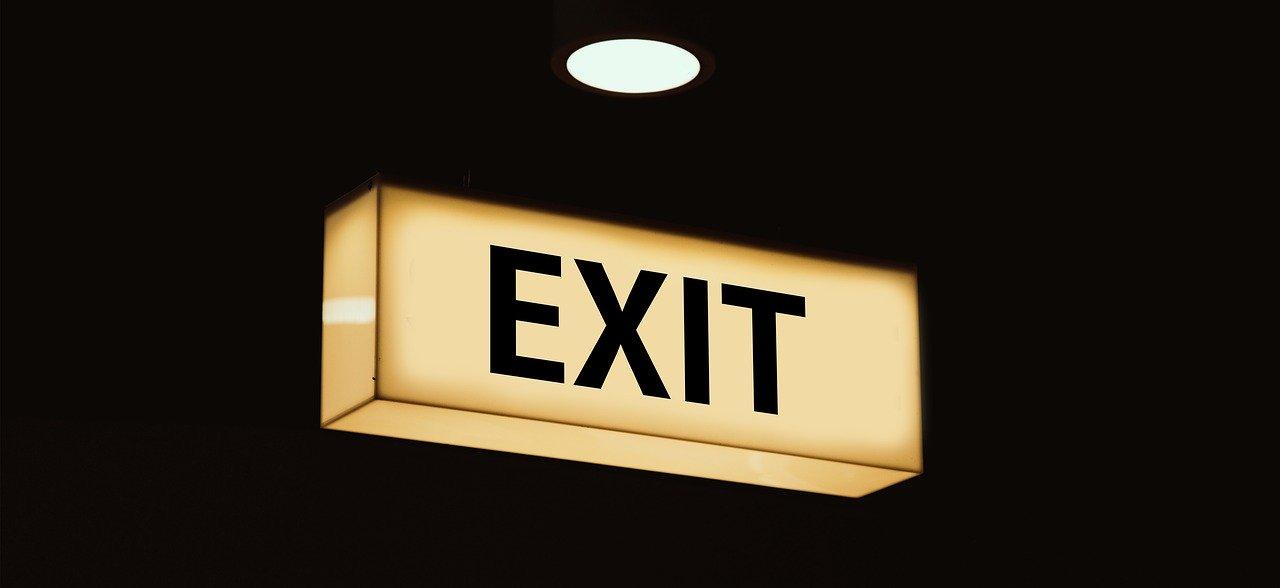 Cencallezaioni prenotazioni hotel exit Foto di Gerd Altmann da Pixabay